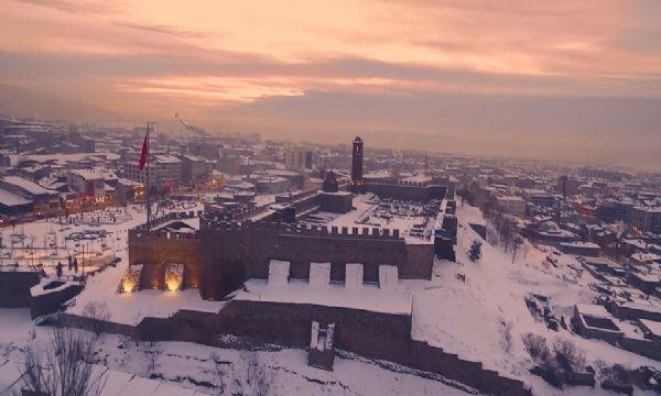 Erzurum'da Tarih ve Kar Buluşması