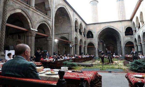 Erzurum O'nu, O da Erzurum'u sevdi