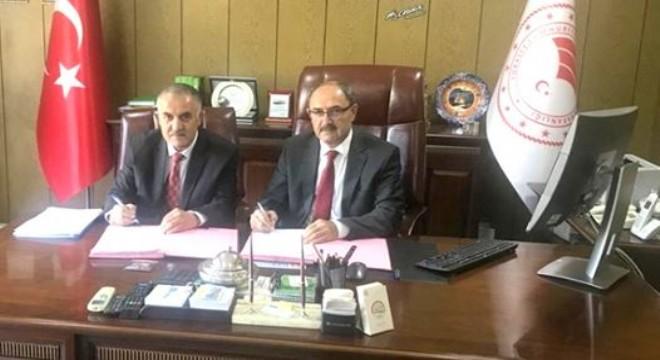 Merkezi Erzurum'da bulunan DAP İdaresi Başkanlığı ile Muş Tarım ve Orman İl Müdürlüğü arasında Muş ilinde yem bitkilerinin yaygınlaştırılması için protokol imzalandı.