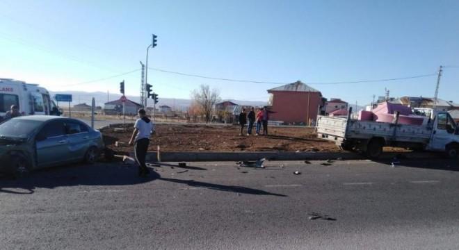Erzurum Karlıova yolunda trafik kazası: 2 yaralı