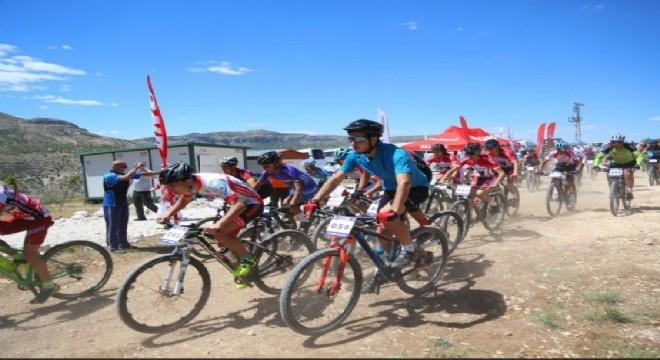 Ferhat Köse bisiklette Erzurum'un gururu oldu