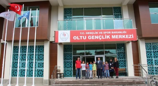 Oltu'da yeni yapılan Gençlik Merkezi binasında kursiyer kayıtları başladı.