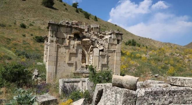 Tarihi kümbet turizme kazandırılmayı bekliyor