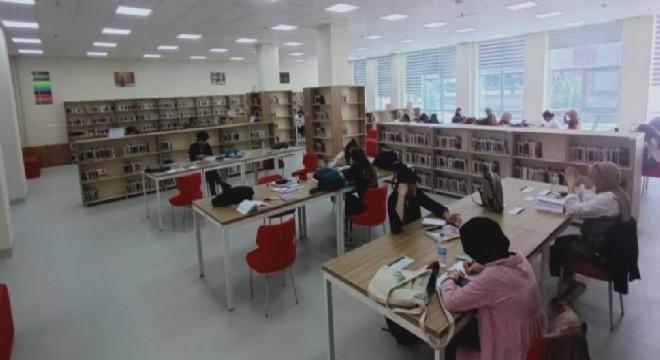 Yeni normalde kütüphaneler dolu dolu